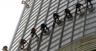 پرخطر ترین شغل دبی,شغل های دبی,برج خلیفه,تمیز کردن شیشه برج خلیفه,خطرناکترین شغل دبی,خطرناکترین شغل های دنیا,خطرناکترین شغل های جهان