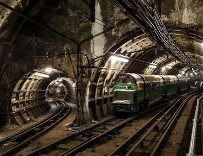 راه آهن پستی لندن,راه آهن لندن,راه آهن انگلیس,درباره راه آهن پستی لندن,حمل و نقل لندن,لندن,انگلیس,قطار های لندن,بلیط راه آهن پستی لندن