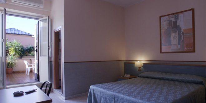 اتاق های هتل لازاری رم,هتل لازاری رم,انواع اتاق های هتل لازاری رم,هتل 2 ستاره لازاری رم,امکانات اتاق های هتل لازاری رم,تل لازاری در رم