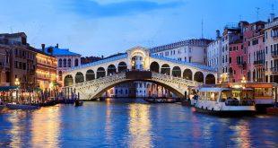 در اطراف پل ریالتو چه خبر است,پل ریالتو,پل ریالتو در ایتالیا,جاذبه های گردشگری در اطراف ریالتو,فروشندگان در اطراف پل ریالتو