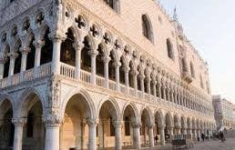 قصر داسال,قصر داسال ایتالیا,معماری قصر داسال ایتالیا,قدمت قصر داسال,کاخ های ایتالیا,گالری قصر داسال,ساختمان قصر داسال,قصرهای قدیمی ایتالیا